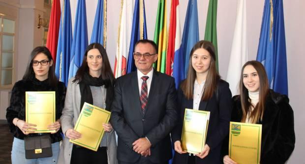 Župan Alojz Tomašević uručio Ugovore o korištenju stipendija Požeško – slavonske županije studentima i učenicima