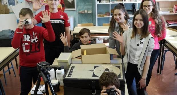 Pakračka školska fotogrupa dobila nove fotoaparate