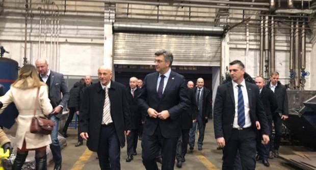 Nakon otprilike tri mjeseca ʺtataʺ se udostojio doći u Đuru Đaković