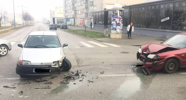 Prometna nesreća u Požegi s većom materijalnom štetom