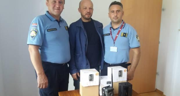 DOBRA SURADNJA LOKALNE ZAJEDNICE I POLICIJE: Policiji donirano ukupno 5 komada 3G mobilnih kamera