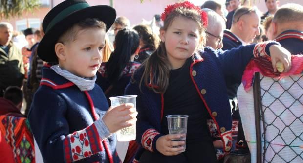 Oko 70 pretežno mladih jahaća jašilo je danas u Kruševici i Slavonskom Šamcu
