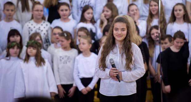 Osim što slave Dan škole i općine za Sibinj je danas još jedan važan dan. ʺMolimo svi zajedno da operacija prođe u najboljem reduʺ