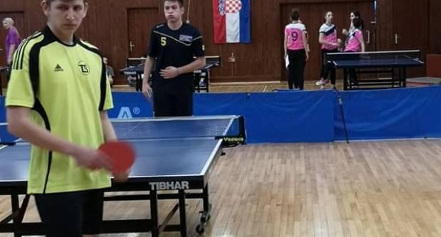 Održano županijsko natjecanje u stolnom tenisu Školskih sportskih društava srednjih škola