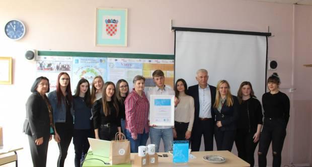 Hrvatska udruga poslodavaca dodijelila priznanje učenicima Obrtničke škole Požega za  projekt ʺVinysʺ