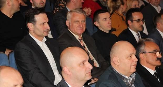 U problemima zbog neprijavljenog duga: Lucić ignorira Povjerenstvo i uživa na proslavama