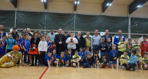 """Katolička gimnazija u Požegi organizirala humanitarni malonogometni turnir """"Nisi sam"""""""