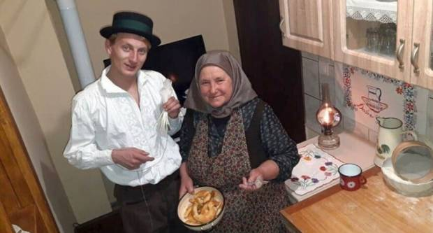 25-godišnji Slavonac Darko radi mazalice od guščjeg perja