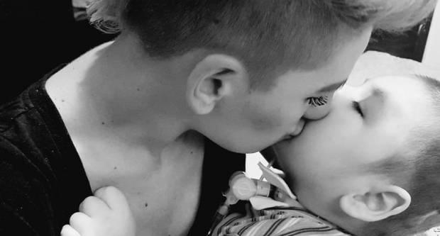 Roditelji dječaka Mareka s gotovo 20 dijagnoza mole za vašu pomoć