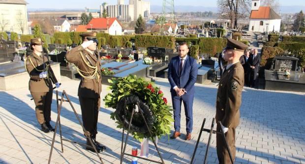 Povodom Dana grada Požege položeni vijenci na grobolju sv. Ilije i na Trgu 123. brigade. u Požegi 12.3.2020.