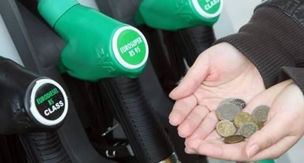 U ponoć bi benzin trebao jako pojeftiniti, cijena bi mogla pasti ispod 8 kuna