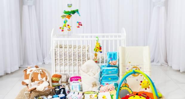 Pet mladih obitelji dobilo opremu za prvorođenu djecu