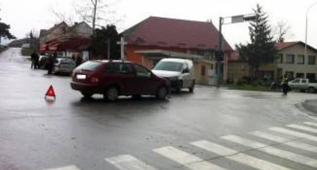 U prometnoj nesreći u Garčinu jedna osoba je teško ozlijeđena, dok su dvije osobe lakše ozlijeđene