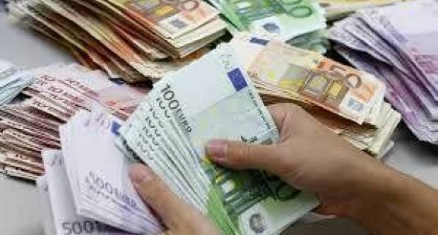 Navala na bankomate: U posljednjih mjesec dana najveći skok vrijednosti eura u opticaju od 2008.