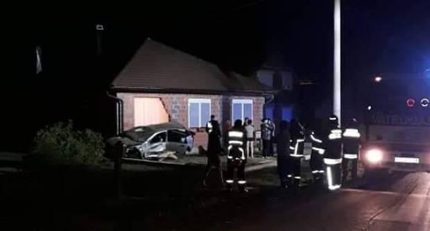 PROMETNA NESREĆA KOD POŽEGE: Pijani 20-godišnjak se automobilom zabio u kuću