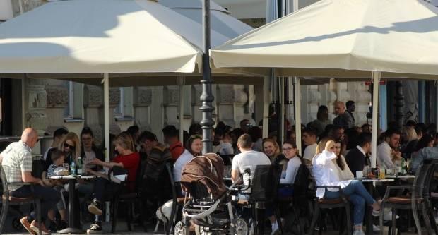 TREĆA FAZA POPUŠTANJA MJERA: Od danas rade kafići, shopping centri...