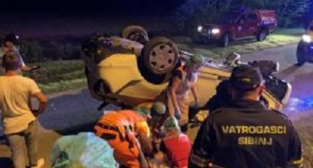 Sinoć prometna nesreća, automobil završio na krovu