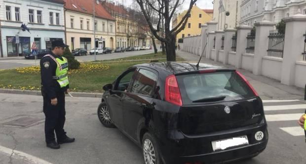 15-godišnjem vozaču bez vozačke dozvole privremeno oduzeto vozilo