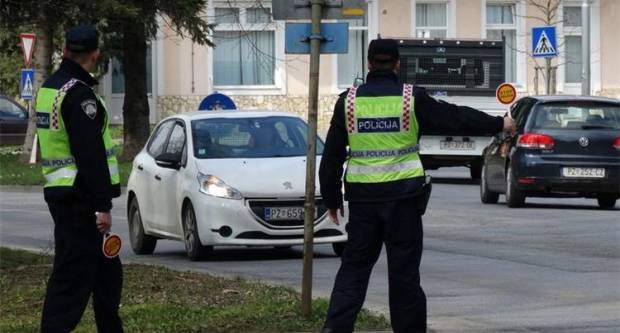 Policijski službenici privremeno oduzeli automobil kojim je upravljao  25-godišnjak