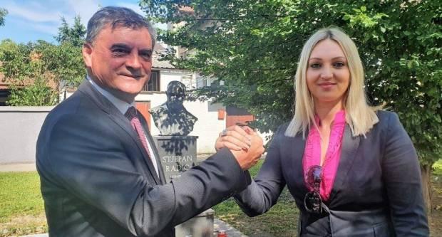 Predsjednica SDP-a BPŽ Opačak-Bilić s HSS-ovcima danas je položila vijence i zapalila svijeće kod spomenika Stjepanu Radiću