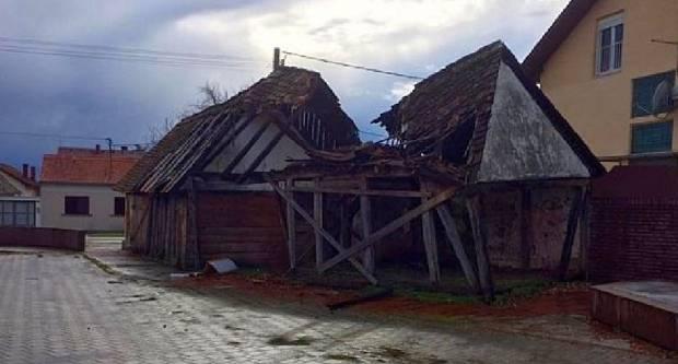 Kuća Đure Đakovića srušila se u naletima vjetra