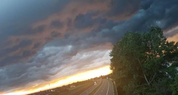 FOTKA DANA: Nebo iznad Slavonskog Broda prije kiše