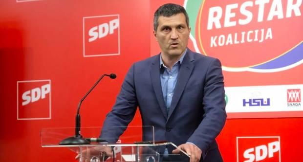 Vukas: Nije normalno da netko može doći pred Vladu i istovariti hrpu lubenica, to treba riješiti