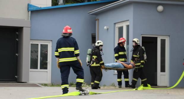 Vatrogasni centar Pleternica Združenom vatrogasnom pokaznom vježbom pokazao spremnost i stručnost svojih vatrogasaca