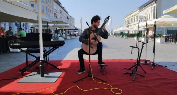 Glavni gradski trg okupan glazbom
