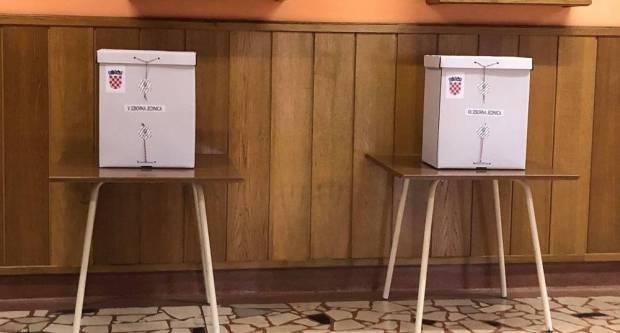 Dvoje članova biračkog odbora povuklo se s izbora