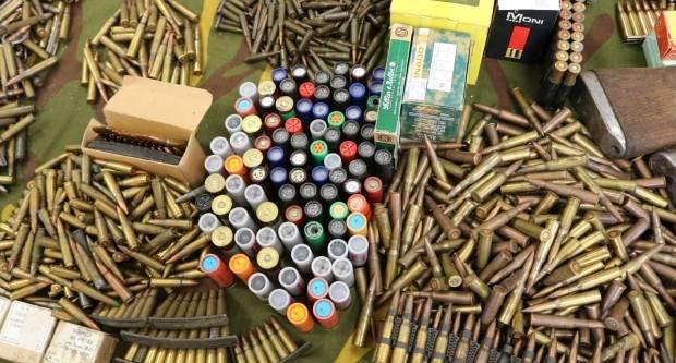 Predali policiji automatsku pušku s četiri spremnika, četiri ručne bombe i ukupno 567 komada streljiva