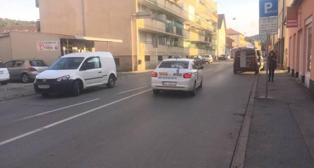 U Požegi osobni automobil naletio na biciklista koji je prevezen u OŽB