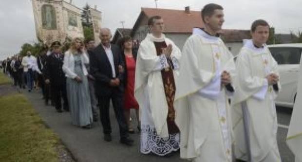 Fra Gabrijel Bošnjak proslavio je mladu misu u nedjelju u rodnoj Župi sv. Ivana Krstitelja u Vrpolju