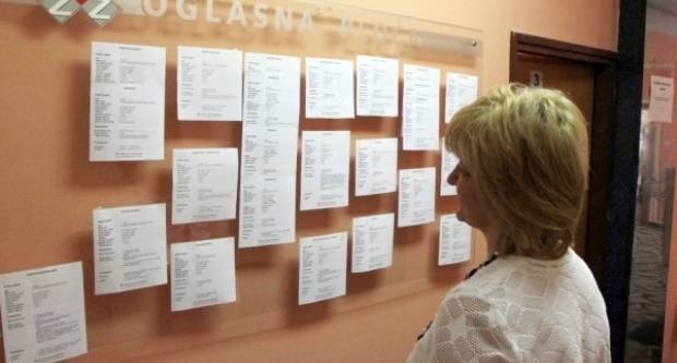Krajem ožujka 2021. u evidenciji HZZ-a Područnog ureda Požega registrirano je 2.695 nezaposlenih osoba
