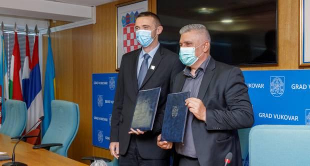 Grad Vukovar Zavodu za hitnu medicinu Vukovarsko-srijemske županije darovao zemljište na kojoj će se izgraditi zgrada Hitne medicinske pomoći u Vukovaru