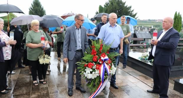 Polaganjem vijenaca u Lipiku obilježen Dan pobjede i domovinske zahvalnosti