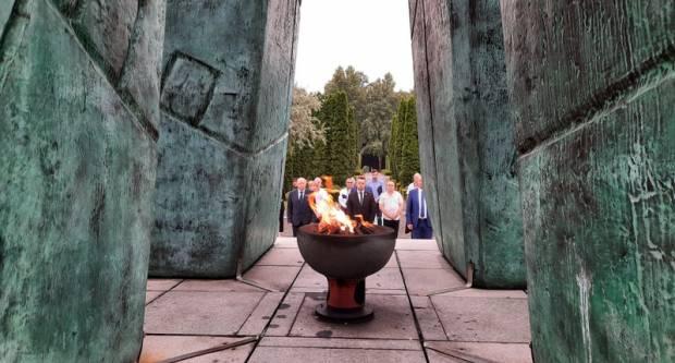 Na Memorijalnom groblju žrtava iz Domovinskog rata polaganjem vijenca obilježen Dan pobjede i domovinske zahvalnosti i Dan hrvatskih branitelja
