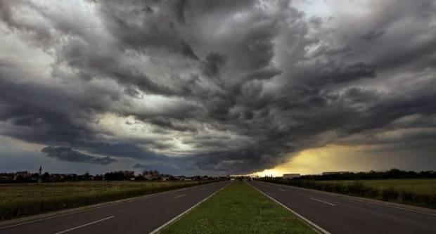 Danas uz lokalno jači razvoj oblaka bit će pljuskova s grmljavinom