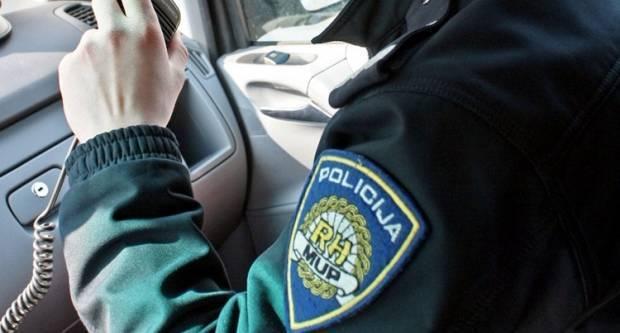 Slavonac u sitnim satima teško ozlijedio policajca