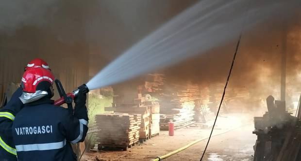 Munjevitom reakcijom andrijevačkih vatrogasaca ugašen požar