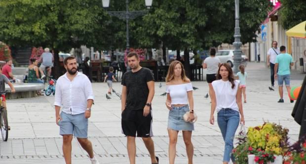 Oblačna šetnja gradom: Poluprazno Korzo na preko 30 stupnjeva