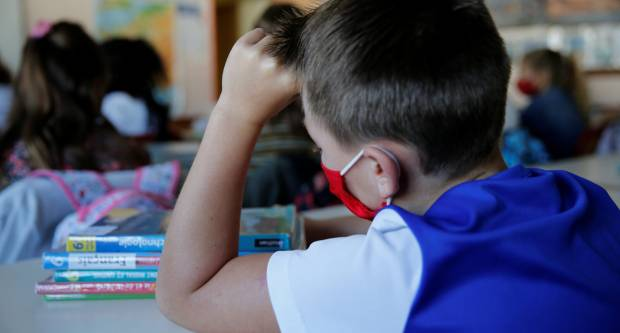 RODITELJI: ʺNa školsku opremu smo potrošli oko 2000 kn, a ne znamo ni hoće li djeca ostati u školama!ʺ