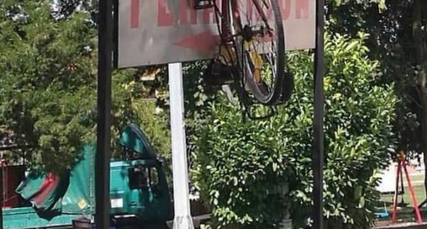 KIRVAJ PO SLAVONSKI: Pogledajte gdje je završio bicikl nakon slavlja