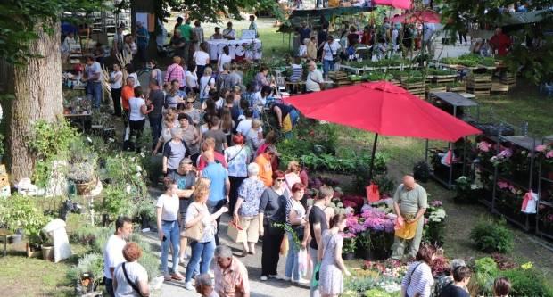 (FOTO) Par tisuća posjetitelja obišlo Sajam cvijeća u Lipiku