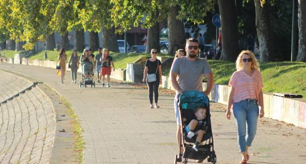 Nedjeljna sunčanja šetnja centrom grada