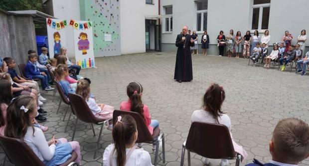 Prvi razredi Katoličke osnovne škole u Požegi započeli nastavnu godinu
