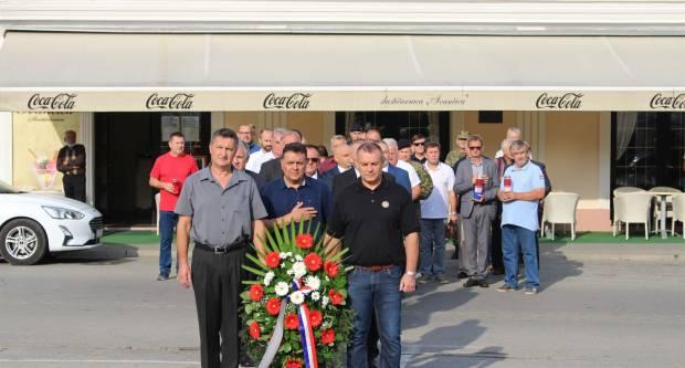 Polaganje vijenaca na Trgu 123. brigade u Požegi povodom Dana branitelja Požeško slavonske županije