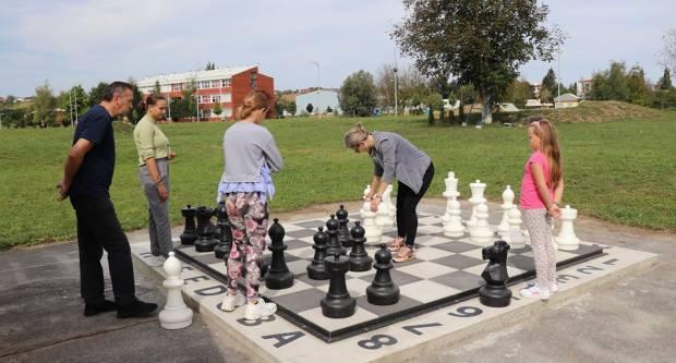 U Pakracu u funkciji nova šahovska ploča na otvorenom
