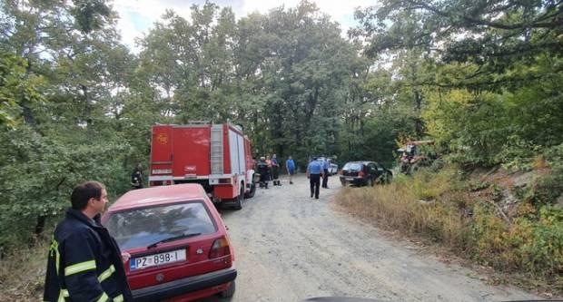 Tragedija u šumi kod Kaptola: Dvije osobe smrtno stradale u prevrtanju traktora