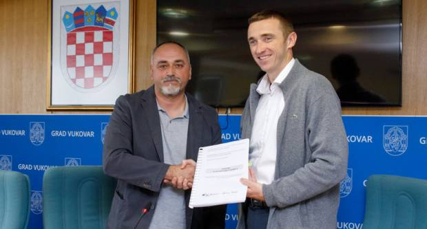 Potpisan Ugovor o izvođenju radova na Izgradnji sportsko-rekreacijskog centra na nogometnom stadionu u Vukovaru